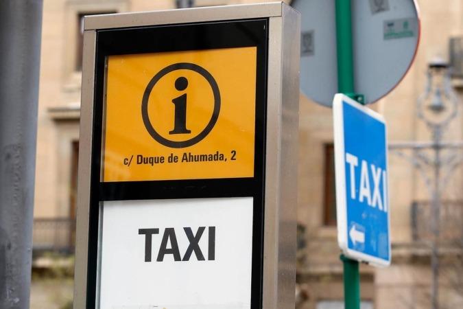 Parada de taxis en Pamplona.