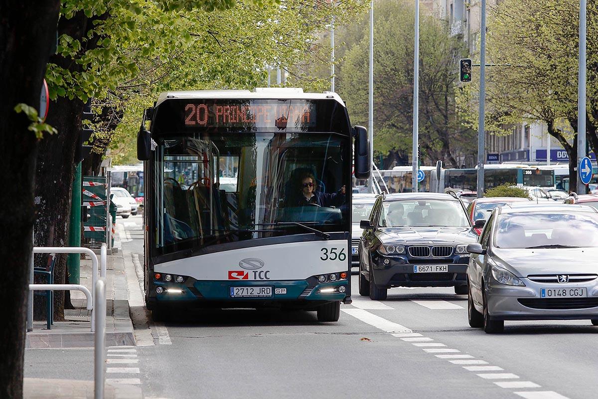Tráfico en las calles de Pamplona.