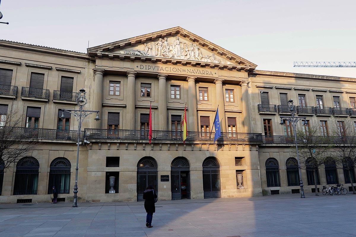 Fachada del Palacio de Navarra en Carlos III.