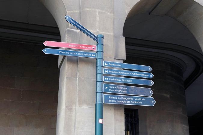 Carteles turísticos de Pamplona.
