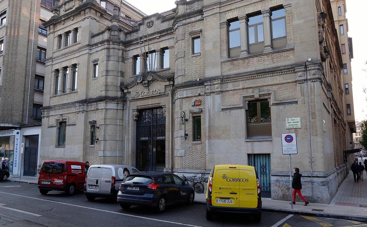 Oficina de Correos en el Paseo de Sarasate.
