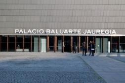 Entrada al Palacio de Exposiciones y Congresos de Pamplona.
