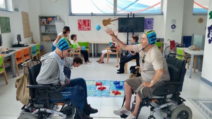 Usuarios de ADEMNA, durante una sesión de ejercicios. (FOTOS: ADEMNA)