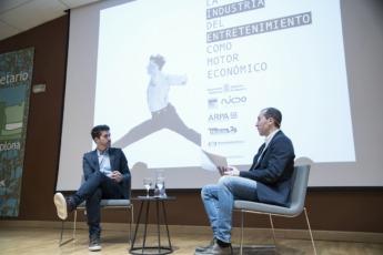 Nacho Manubens junto a Javier Saralegui, presentador del acto.