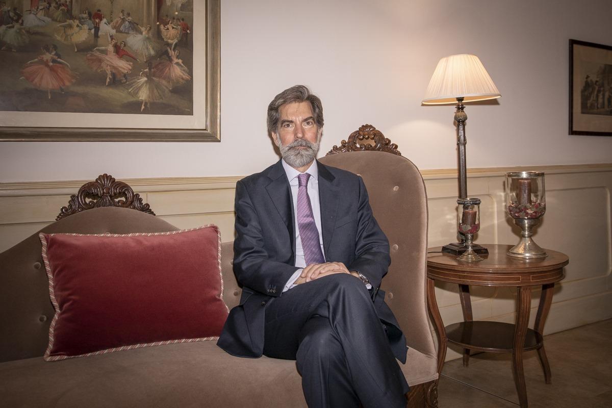 El embajador de España en Perú ingresó en la carrera diplomática en 1987.