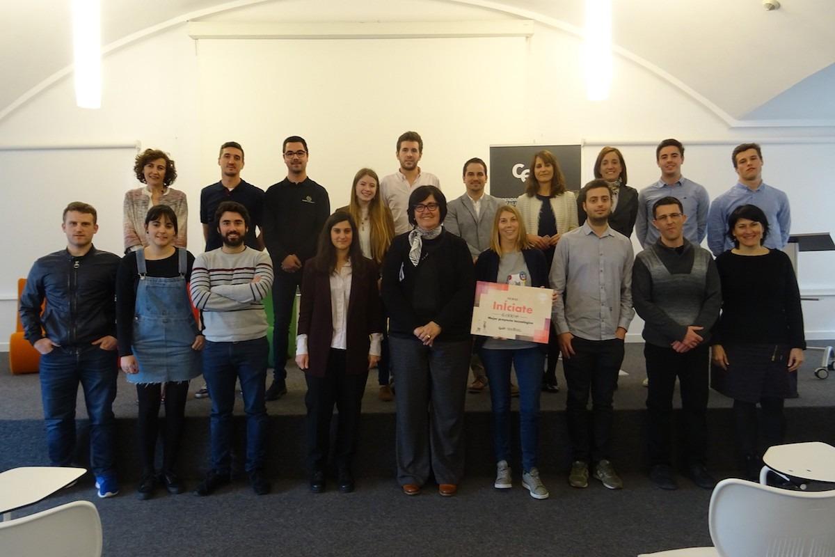 Pilar Irigoien, consejera delegada de CEIN, junto con participantes de los proyectos presentados a la quinta edición de los Premios Iniciate. (foto cedida)