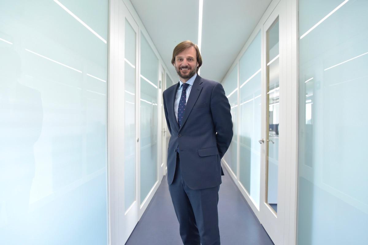Guillermo Catalán, director comercial de Acunsa, en las instalaciones de la compañía de seguros de salud número 1 en Navarra. (Fotos: David Muñiz)