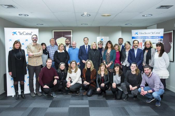 """Entidades sociales, representantes de """"la Caixa"""" y de CaixaBank tras la renovación del programa en Navarra por decimocuarto año consecutivo."""