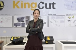 Ana María Muñoz, export manager de Kingcut, en las instalaciones de la firma en el Polígono de Mutilva. (Fotos: David Muñiz)
