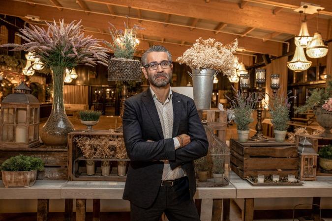 Miguel Ayerra, en un salón del Hotel Pamplona El Toro. (Fotos: Maite H. Mateo)