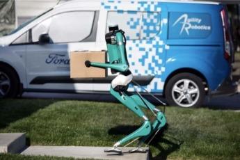 El robot puede llevar pedidos de hasta 20 kilos.