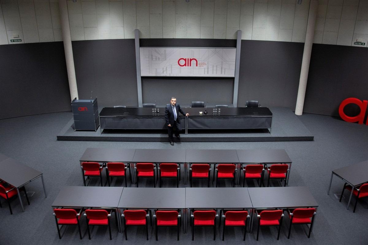 En el salón de actos de la Asociación de la Industria Navarra.
