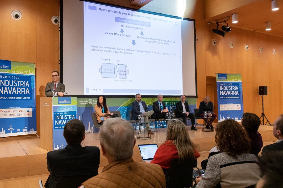 Rufino M. Navarro, junto al resto de ponentes en la mesa redonda sobre economía circular.