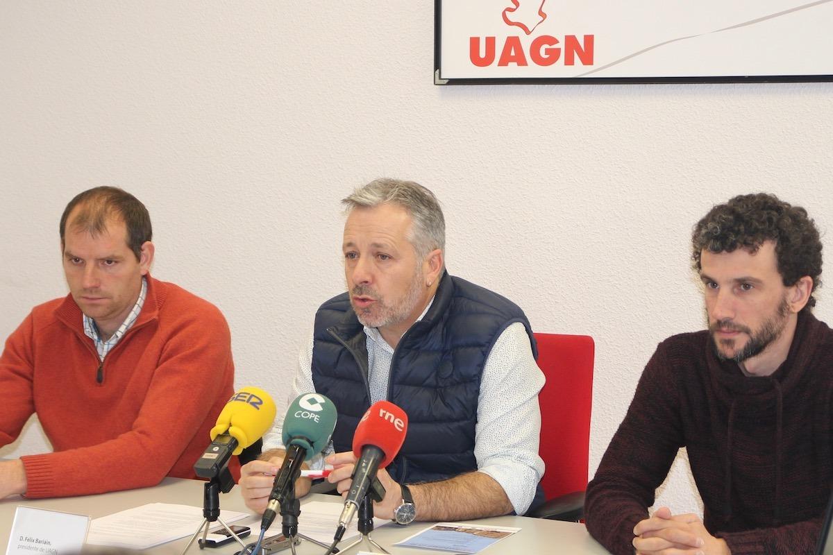 Representantes de UAGN durante la rueda de prensa: Gonzalo Palacios, vicepresidente; Félix Bariáin, presidente; y Miguel Unzue, vocal.