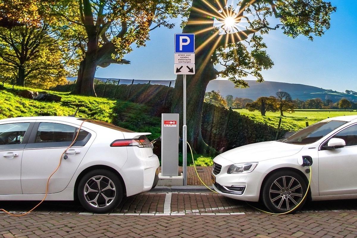 Vehiculo-Electrico-Cargador