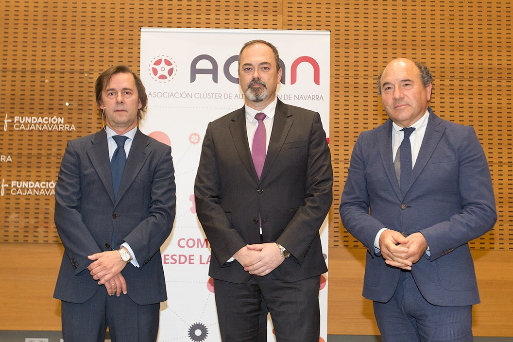 De izq. a dcha, Eduardo Inchaurza, responsable del estudio; Roberto Lanaspa, presidente de ACAN; y Julián Jiménez, tesorero de ACAN. (FOTOS: Víctor Rodrígo)