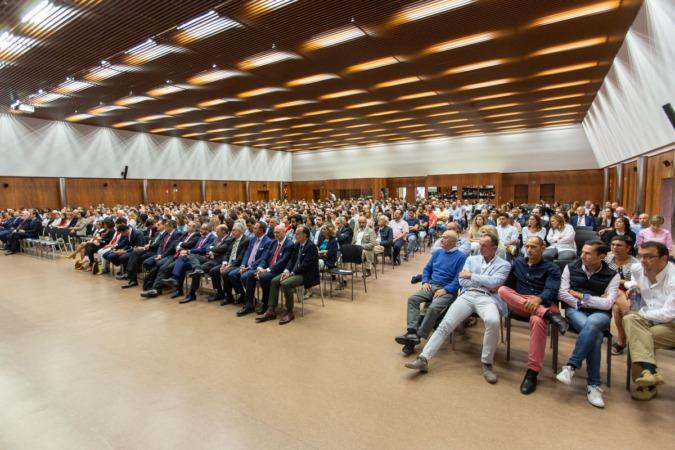 Cientos de personas acudieron a la presentación del proyecto, que tuvo lugar en la UPNA.