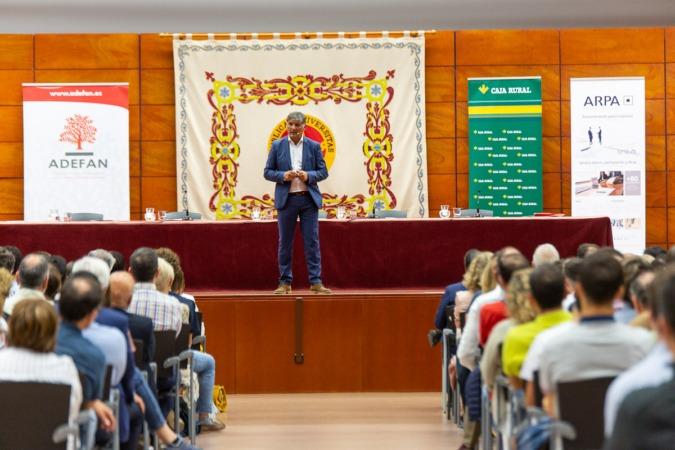 El exentrenador de Rafael Nadal compartió conocimientos y experiencias con los asistentes.
