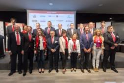 Foto de familia de la nueva Junta Directiva de ADEFAN junto a los ponentes invitados a la Asamblea General celebrada en Pamplona (FOTO: Víctor Rodrígo).
