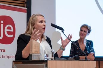 Maite Agüeros, durante su discurso tras recibir el Premio Joven Empresaria Navarra 2018.