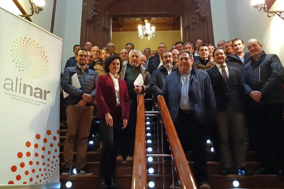 Foto de familia de los asociados participantes en la Asamblea General de la Asociación de Industrias Agroalimentarias de Navarra, La Rioja y Aragón