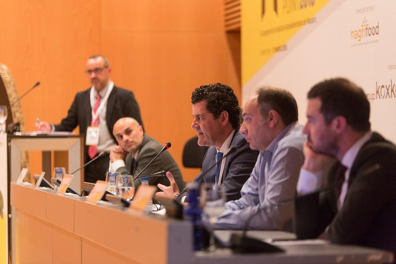 Los participantes en la mesa redonda sobre los retos y tendencias del consumidor del futuro.