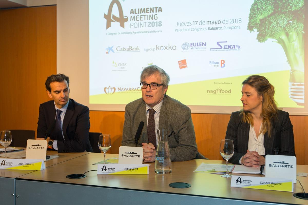 De I a D: José Luis Larriu (CaixaBank); Tito Navarro (NavarraCapital.es) y Sandra Aguirre (Nagrifood). (FOTOS: Víctor Rodrígo).