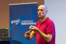 Un momento de la intervención de Jaume Gurt en el Colegio de Médicos. (FOTO: Víctor Rodrigo).