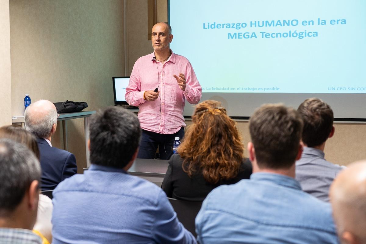 Jaume Gurt, quien fuera director general de InfoJobs, durante su conferencia en la sede de Anel. (Fotos: Víctor Rodrigo)