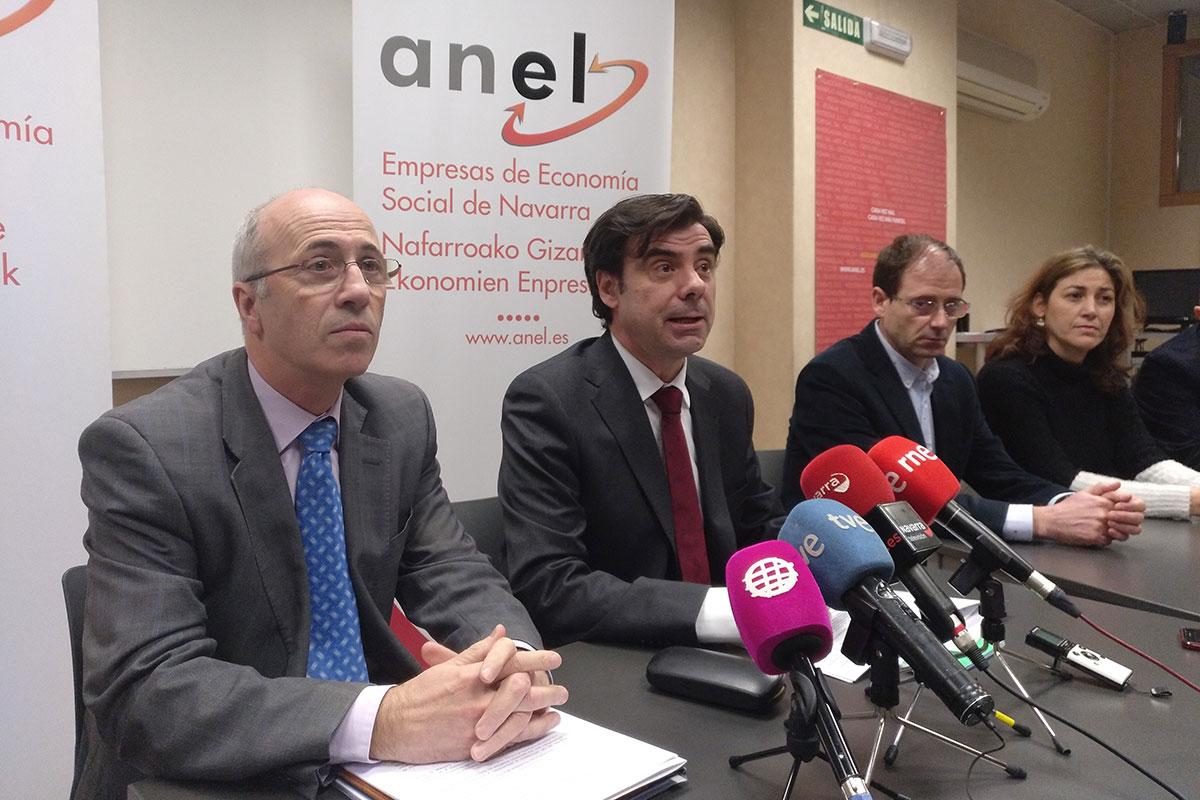 En primer plano, Antonio Martínez de Bujanda e Ignacio Ugalde (gerente y presidente de ANEL) durante su comparecencia ante los medios de comunicación.