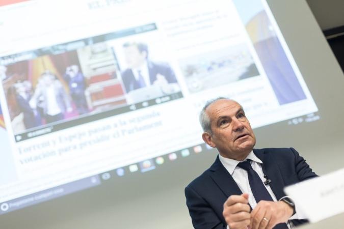 Antonio Caño durante su charla.