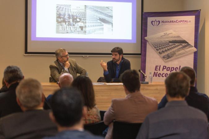 El alcalde de Tudela, Eneko Larrarte, se dirige a los invitados en presencia de Tito Navarro, editor de NavarraCapital.es.