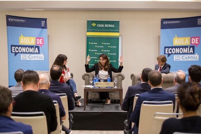 Un momento de la intervención de Alicia Richart, ayer, en el Aula de Economía DN Capital (FOTOS: Víctor Rodrígo).