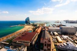 El puerto de Barcelona canaliza buena parte de las exportaciones navarras.