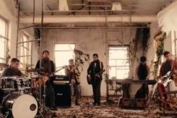 Fotograma del vieoclip de 'Querer' de la banda de música Black Friday .
