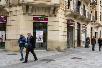 Una de las sucursales de Caja Laboral/ Laboral Kutxa en Pamplona. (Archivo).
