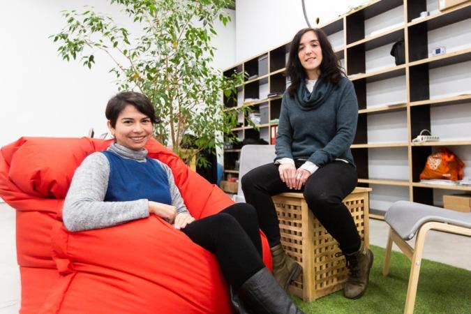 Las arquitectas en el coworking La Tierra donde comparten dudas y experiencias con otros emprendedores.