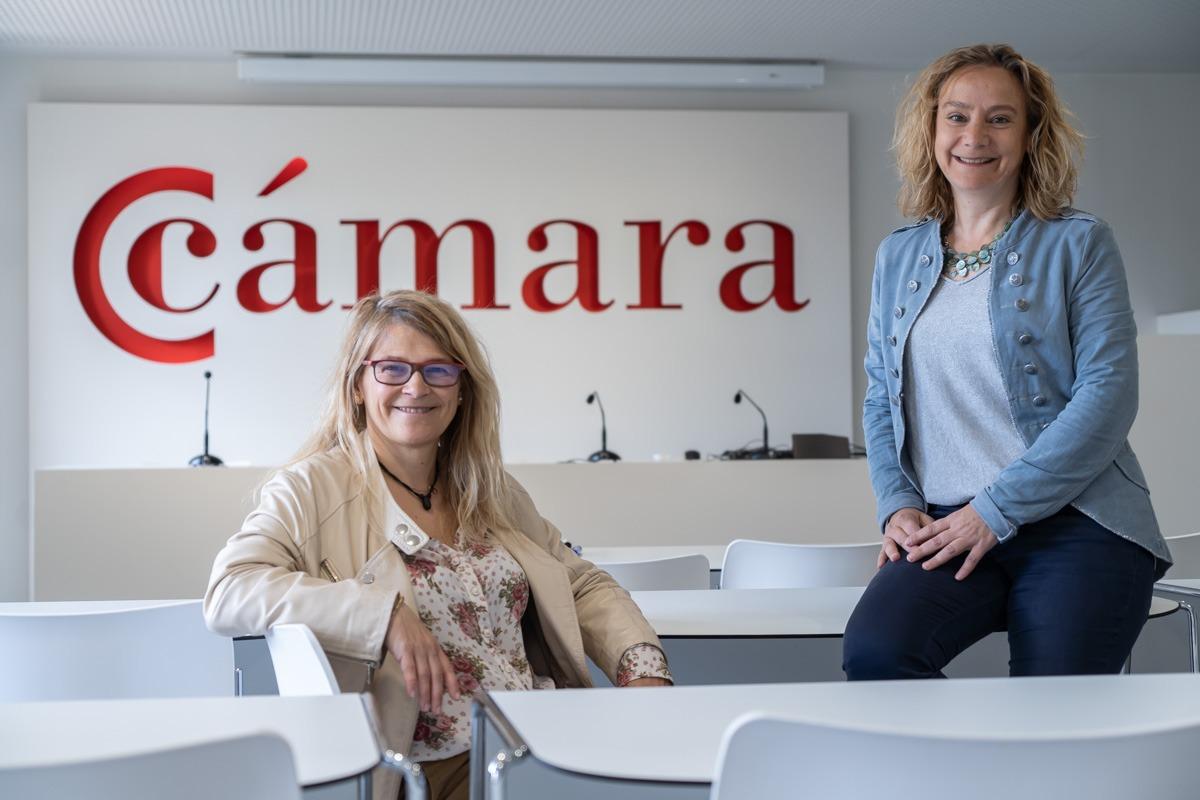 Koro Cantabrana y Eva Blanco, directoras del programa 'ProWell', en la sede de Cámara Navarra. (FOTO: Víctor Rodrigo)
