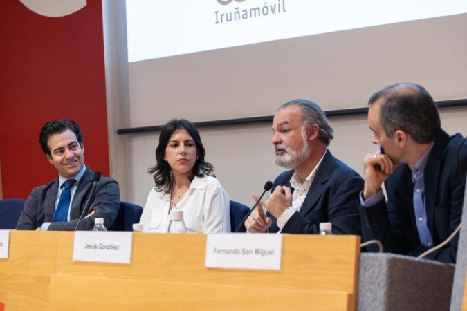 Un momento de la charla coloquio 'Hablamos de Europa' celebrada ayer en la Cámara Navarra de Comercio e Industria (FOTO: Víctor Rodrigo).