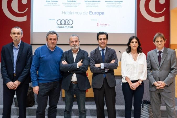 Fernando de Miguel, Carlos Sagüés (Iruñamóvil),  Jesús González, Pablo Zalba, Adriana Maldonado y Mikel Benet (NavarraCapital.es). (Fotos: Víctor Rodrigo)