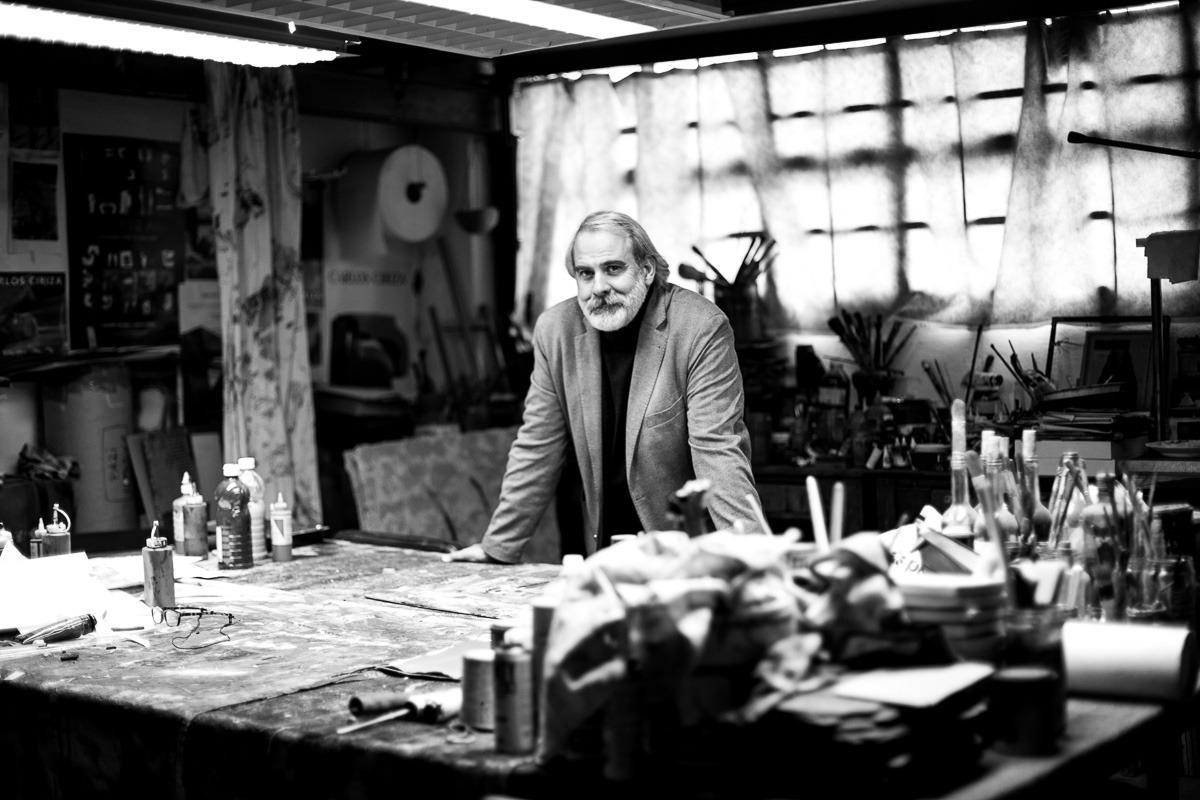 El escultor y pintor navarro Carloz Ciriza en su taller. (Foto: Víctor Rodrigo).