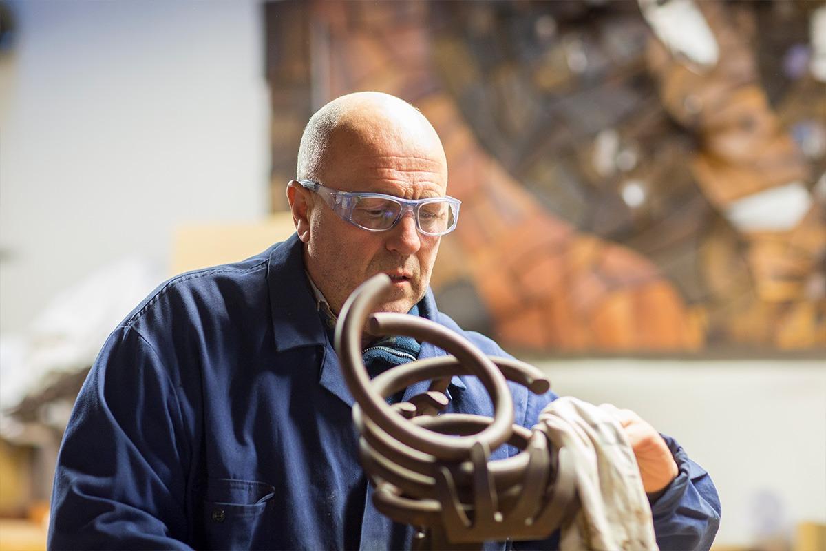 Carlos Purroy en su taller de Mutilva.  (FOTO: Ana Osés)