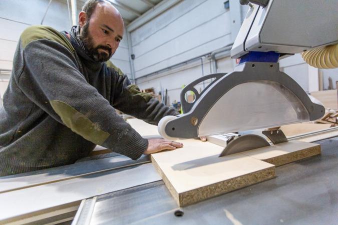 Koldo Martínez, vicepresidente de ACEN, trabajando en su taller.