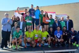 Foto de familia final con organizaciones,  patrocinadores y ganadores de la II Carrera de Empresas por la Innovación.  (FOTO: Miguel Suárez)