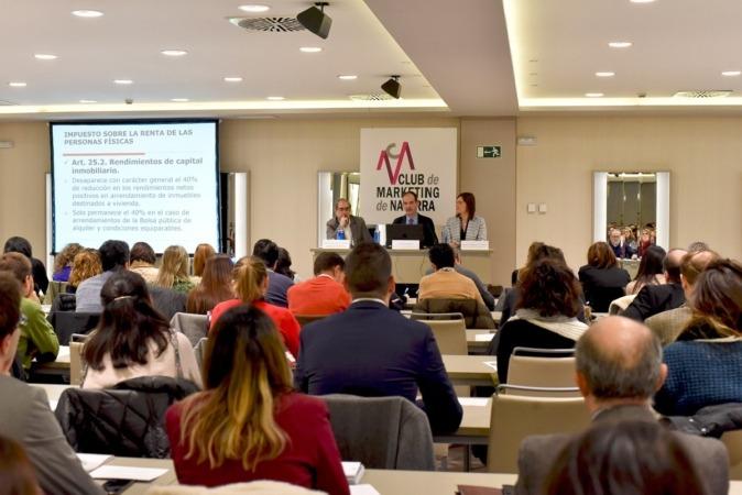 Más de 300 personas han acudido al encuentro organizado por el Club de Marketing donde se han explicado las últimas modificaciones tributarias.  (FOTOS: Oskar González).