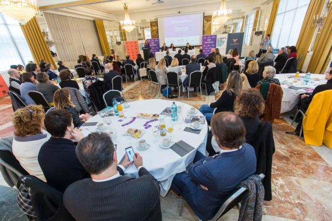 Amplia presencia femenina en la intervención de Ana Bujaldón de los desayunos empresariales de NavarraCapital.es