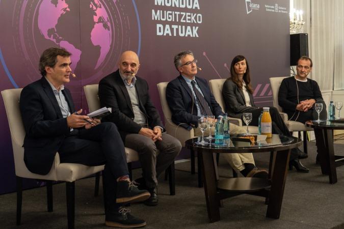 De izda. a dcha., Guzmán Garmendia, Humberto Bustince, Iñaki Fernández, Ascen Cruchaga y Felipe Alonso.