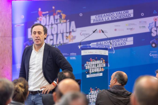 Fundó Asociaciones y Fundaciones Andaluzas (AFA) en 2003.