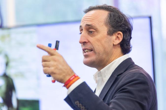 Muñoz Escassi cree que las fundaciones deben atraer más talento.