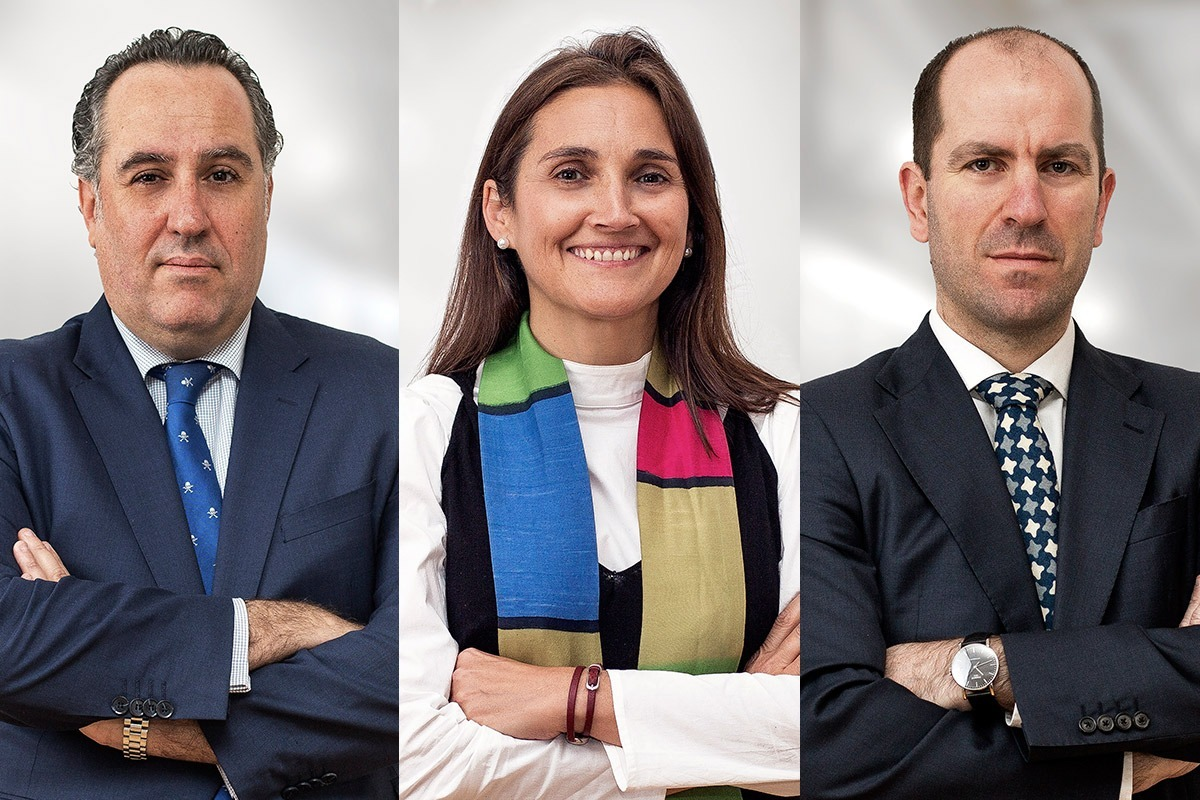 Imagen de los tres asociados de ARPA Abogados en Madrid. De I a D: Oscar Rodríguez, Teresa Gutiérrez e Ignacio Blanco.